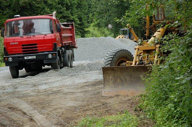 Huslenky získaly peníze na opravu lesní cesty v lokalitě Chladná-Tarožná. Ta byla v dezolátním stavu
