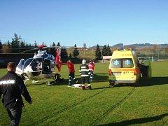 Pro popálenou ženu z Horní Lidče přiletěl vrtulník.