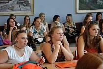 Vedení nemocnice ve Vsetíně novinku představilo studentkám Vyšší odborné školy zdravotnické.