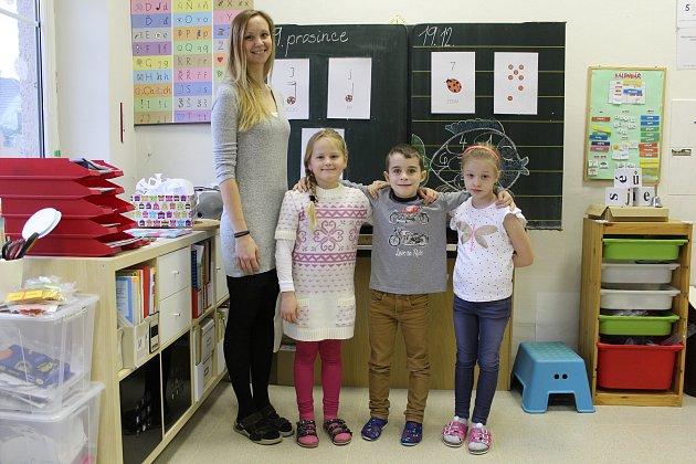 Základní škola Študlov, třídní učitelka Věra Hrubčíková; prvňáčci: Lucie Mačková, Tobias Kalvoster, Adéla Mačková