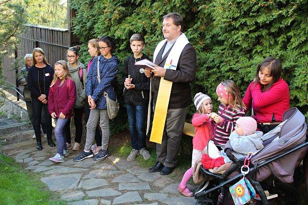 Ve čtvrtek 4. října 2018 slavnostně otevřeli zahradu za Charitou ve Vsetíně na Horním městě. Úpravy a rekonstrukce budou pokračovat i v příštím roce.