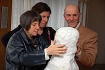 Vernisáž výstavy obrazů a soch nevidomých italských umělců - sochaře Felice Tagliaferriho a malíře Giuseppe Noferiho, Městský úřad Vsetín, pondělí 26.5.2008, zahájení čtrnáctého ročníku festivalu Dny umění nevidomých na Moravě