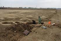 Momentka ze záchranného archeologického výzkumu v Lešné-Lhotce nad Bečvou, který probíhal v dubnu 2019