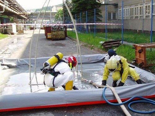 V areálu firmy vytekla kyselina