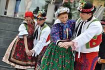 Tanečníci Národopisného souboru Pálava vystupují na festivalu Vsetín a Vrgorac/Lidé – Film – Hudba Chorvatska 2013.