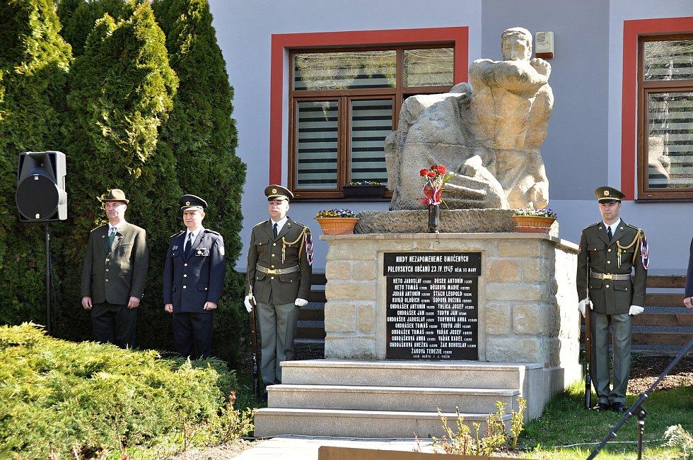 Čestná stráž u památníku obětí Prlovské tragédie; sobota 20. dubna 2019