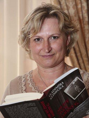 Devětačtyřicetiletá rodačka zHorní Bečvy, Vladimíra Klimecká, získala Literární cenu Knižního klubu za svůj román Druhý život Marýny G.