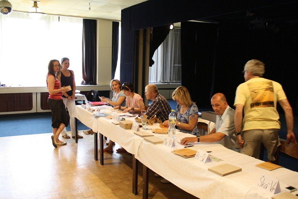 Také ve Vsetíně byly v pátek 23. května ve 14 hodin zahájeny evropské parlamentní volby.
