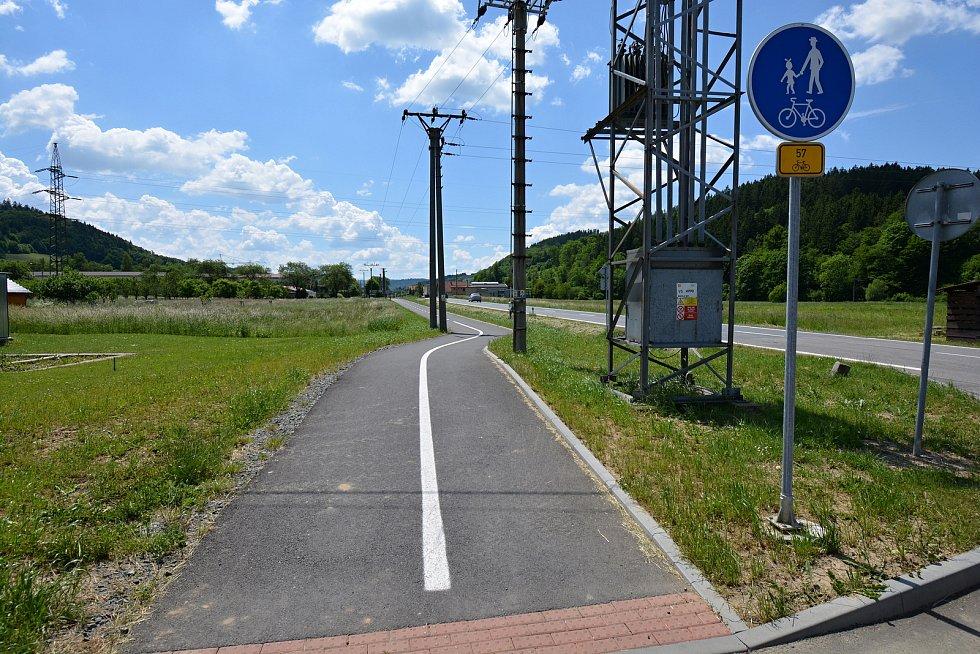 I. etapa cyklostezky Bevlava vede ze Vsetína přes Ústí, Leskovec, Valašskou Polanku do Lužné. Výjezd z Ústí, 10.6.2021.