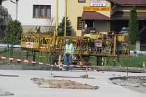 K pětadvacátému květnu hodlají silničáři zrušit pro kamiony zákaz průjezdu Horní Lidčí.