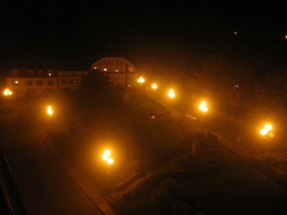 Oblíbená svítidla tvaru koule se vyznačují mimořádně špatným využitím světla, jeho velká část směřuje přímo do nebe.