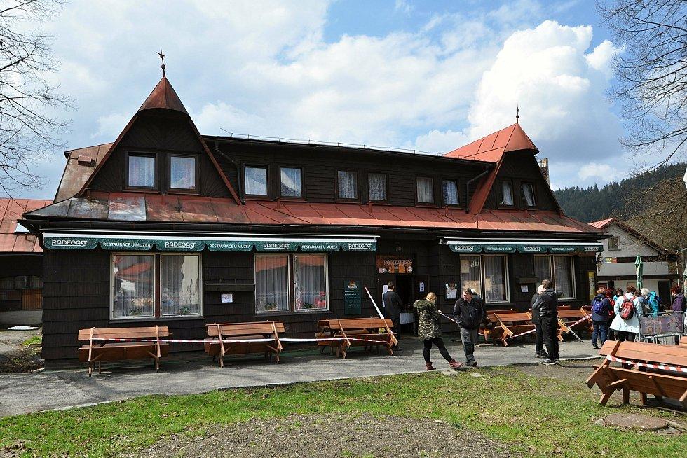 Velké Karlovice - restaurace u muzea.