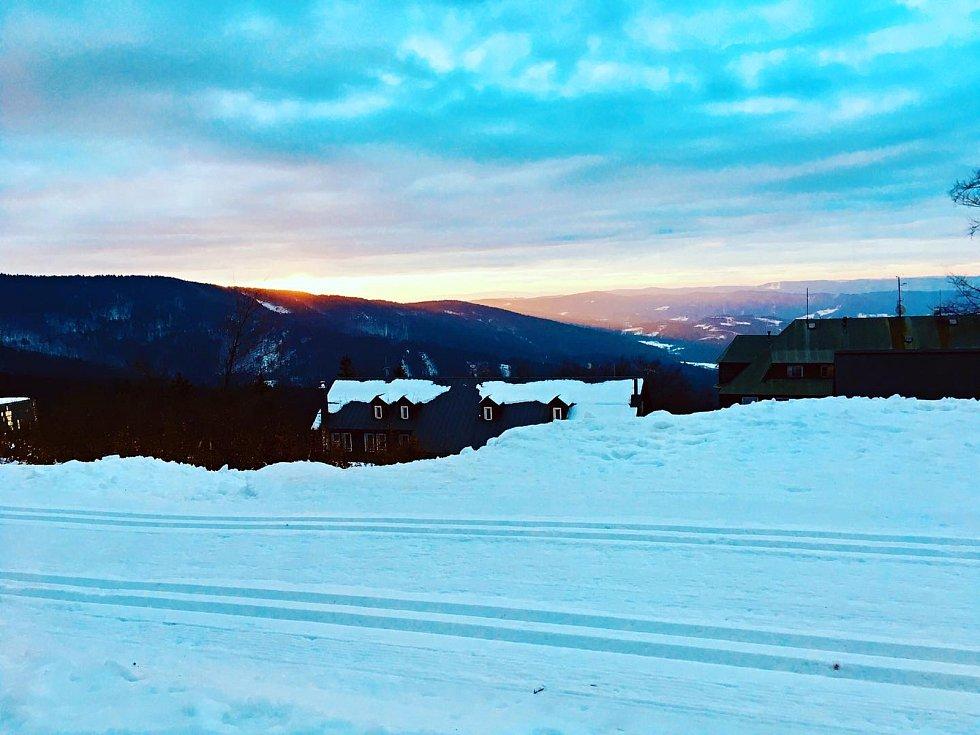 Hlavním lákadlem posledních dní jsou na Pustevnách vystavené ledové sochy. Do jednoho z nejvýše položených zimních středisek v regionu se dá vyrazit také s běžkami.