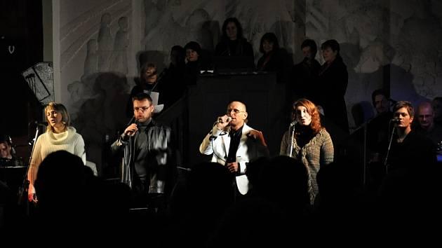 Vsetínská country kapela Gympleři při vánočním koncertu v evangelickém kostele v parku Botanika ve Valašském Meziříčí v roce 2011.
