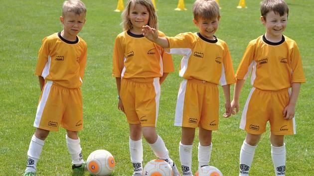 Dobré jméno své vesnice podpořili v červnu také nejmenší fotbalisté Kateřinic (na snímku).