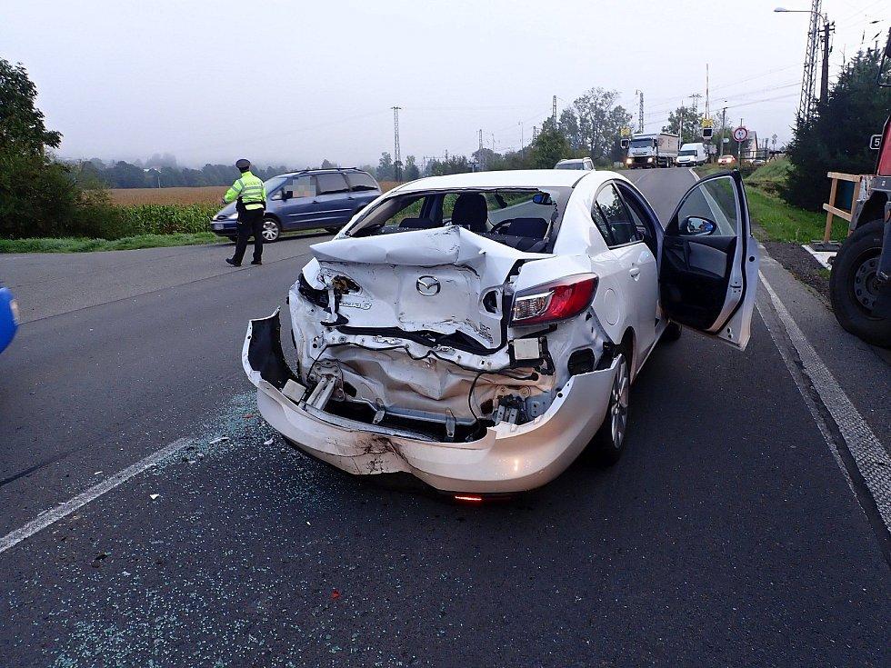 Nehoda osobního a nákladního auta ve středu 11. září 2019 ráno u Jablůnky na Vsetínsku.