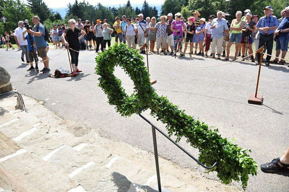 Symbolický klíč od obnovené chaty Libušín na Pustevnách v Beskydech; čtvrtek 30. července 2020