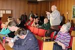 Téměř stovka Vsetíňanů se v pondělí 27. března sešla na radnici, aby diskutovala se starostou Jiřím Čunkem nad budoucí podobou nádraží a jeho okolí.
