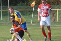 Fptbalisté Choryně B (žluté dresy) doma porazili Zděchov 4:0.