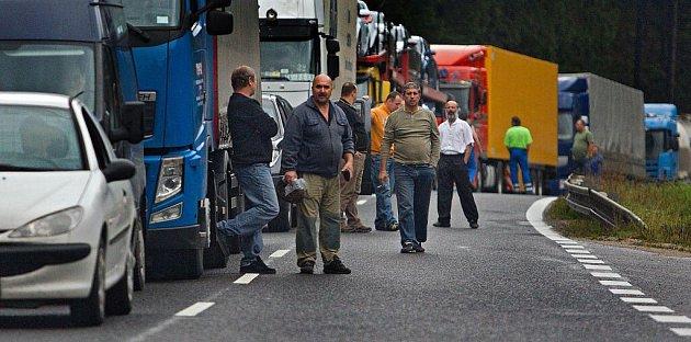 Hraniční přejezd z Velkých Karlovic do slovenského Makova zablokovali v úterý 11. října slovenští odboráři, aby tak upozornili na sociální politiku vlády Ivety Radičové.