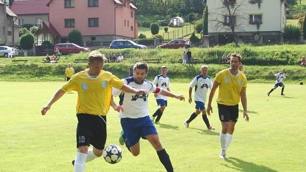 Fotbalisté Semetína (ve žlutém). Ilustrační foto.