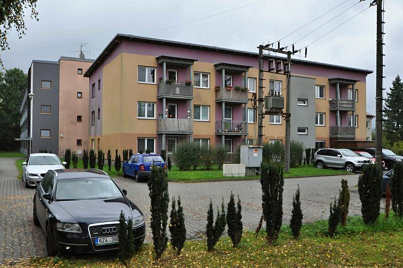 Jablůnka - bytové domy poblíž železniční stanice