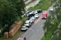 Policejní manévry v ulicích Vsetína v pondělí 8. června 2020. Na snímku policisté v sídlišti Luh. Hledali osobu s nástupem trestu.