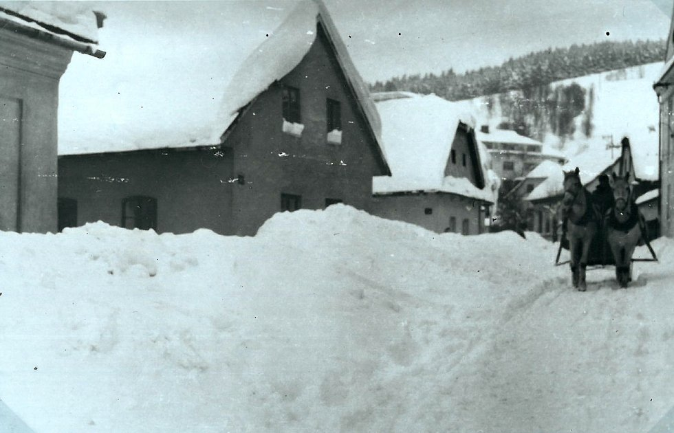 Sněhová kalamita ve Vsetíně v lednu 1954.
