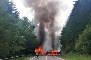 Nehoda a požár nákladního auta u Horní Bečvy v úterý 20. července 2021