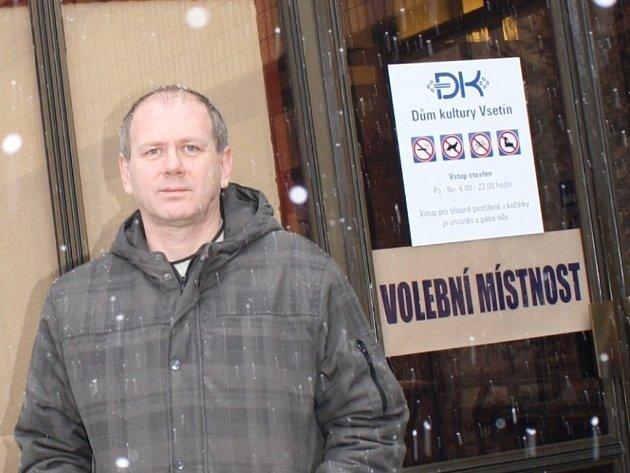 Mezi prvními voliči byl také Jaroslav Žák ze Vsetína.
