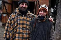 Devětatřicetiletý umělecký kovář David Maňak z Rožnova pod Radhoštěm s manželkou Markétou na vánočním jarmarku ve Valašském muzeu v přírodě v Rožnově pod Radhoštěm.