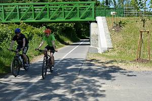I. etapa cyklostezky Bevlava vede ze Vsetína přes Ústí, Leskovec, Valašskou Polanku do Lužné. Most přes Bečvu, kde začíná cyklostezka č. 57 Bevlava, 10.6.2021.