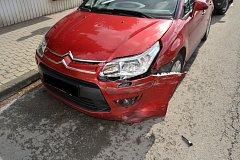 Za dopravní nehodou ve vsetínské místní části Rybníky může nepozornost a alkohol.