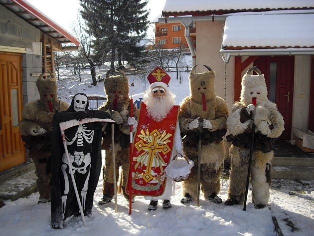 Čertovská družina vLačnově.