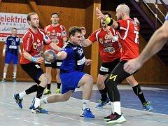 Házenkáři Hranic v utkání proti Zubří (v červeném).