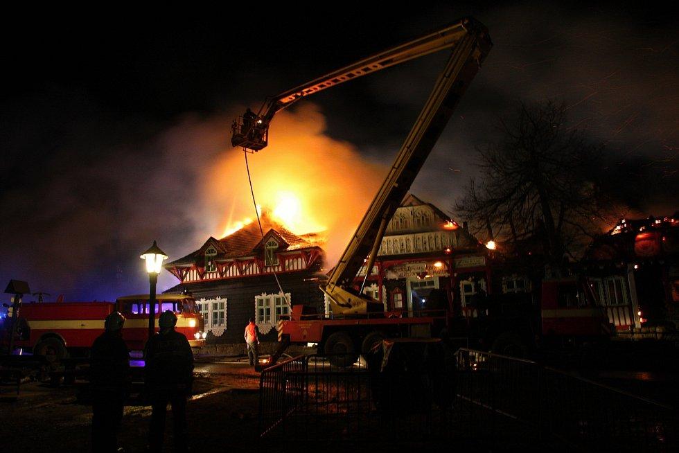Památkově chráněnou chatu Libušín na Pustevnách v Beskydech zničil v noci 3. března 2014 rozsáhlý požár. Po šesti letech se povedlo chatu obnovit.