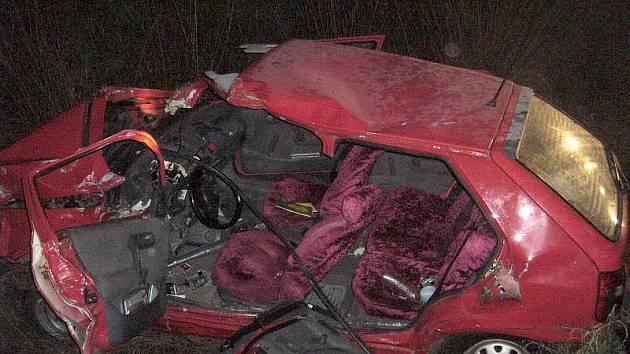 Felicie, ve které na přejezdu ve Stříteži zahynul její řidič, spolujezdkyni odvezli s těžkým zraněním
