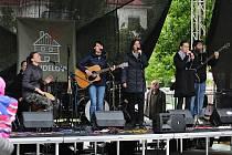 Na benefičním koncertu pro rodinu Koudelových 23. května 2019 na vsetínském náměstí Svobody přispělo na 200 lidí do kasičky 63 296 korun. Zahrála i skupina NOCA.