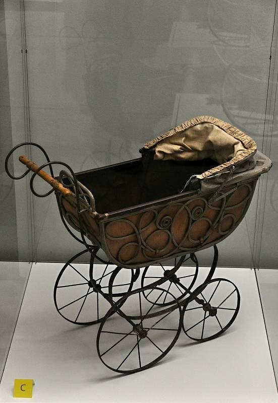 Tyto kočárky byly nazývány různě: nejznámější princesky měly mělké korbičky s bočnicemi lunetového tvaru.