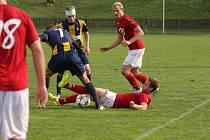 Fotbalisté Valašského Meziříčí (červené dresy) doma porazili Opavu B 4:1.