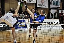 Ve sportovních halách ve Vsetíně a Hovězí se v sobotu konal desátý ročník mezinárodního nohejbalového turnaje Austin Cup 2011.