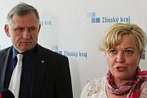 Hejtman Zlínského kraje Jiří Čunek a ředitelka KHS ZK Eva Sedláčková na tiskové konferenci ke konání velkých akcí v souvislosti s Covid 19 ve Zlíně, 5. srpna 2020