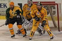 Druhé utkání semifinále play off druhé ligy Vsetín (zelenožluté dresy) – Šumperk.