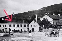 Hostinec u Glesingerů též Dolní šenk nebo Hostinec U mostu) na Dolním náměstí.