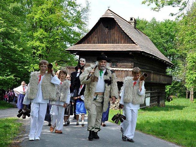 Valašské muzeum vpřírodě vRožnově pod Radhoštěm, vyhánění ovcí a další tradice
