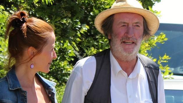 Filmaři pokračovali 3. července 2019 na kopci nad Podlesím s natáčením pohádky Největší dar. Jednou z hereckých hvězd je i Bolek Polívka.