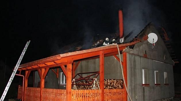 Požár rodinného domu v Kladerubech.
