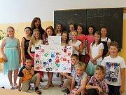 Čtvrťákům na Základní škole Valašská Polanka předávala vysvědčení jejich třídní učitelka Irena Filgasová.