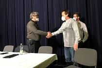Ve čtvretk odpoledne ve vsetínském kině Vatra proběhla Volební valná hromada OFS Vsetín. Staronovým předsedou se stal přesvědčivě Stanislav Volek.