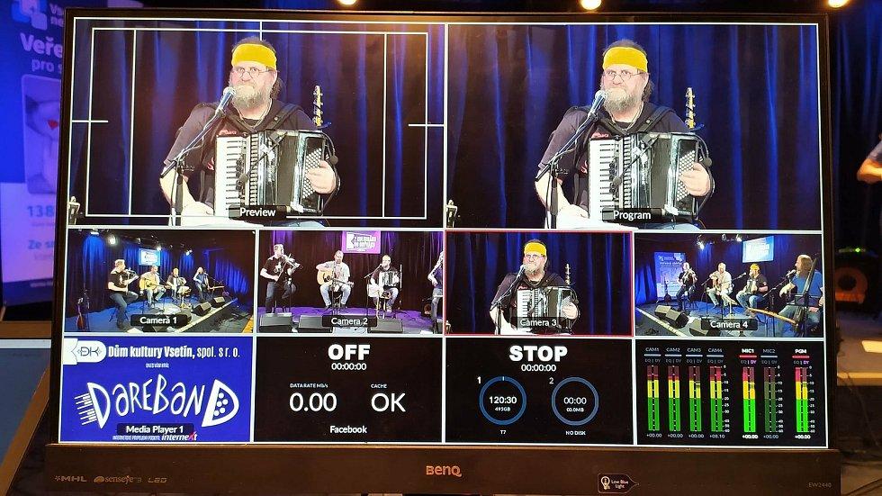 Cyklus online koncertů ze vsetínského Domu kultury zahájila na konci února vsetínská kapela Dareband.